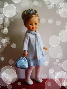 Mi Blondina se ha puesto de tiros largos para asistir a un sarao.  Lleva el modelo con el que llegó a casa su hermana Georgina, y que hub...
