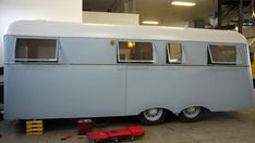 """Check out some amazing trailer-home transformations done by restoration geniuses from the hit TV show """"Flippin' RVs"""". Classic Trailers, Vintage Campers Trailers, Camper Trailers, Best Travel Trailers, Vintage Camper Interior, Big Beds, Vintage Rv, Glamping, Recreational Vehicles"""