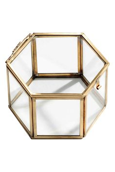 Clear glass hexagonal box: Hexagonal box in clear glass with a metal frame and a lid with a small hook. Size 8.5x12.5x12.5 cm.