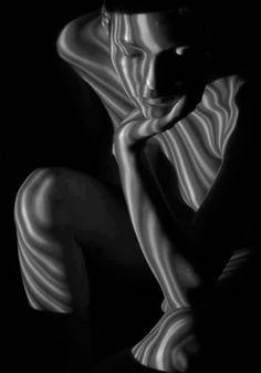 """""""...Hay noches en que, juro, incendiaría el cielo con tal de tenerle cerca, con tal de poder sentir sus dedos en mis labios y susurrarle al oído cuánto le amo... cuánto le extraño…"""""""