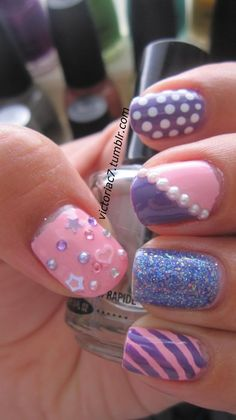 victoriac7:    I just did a bunch of randomness.  I really love manis where every nail is something different!