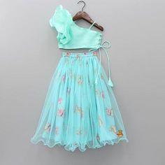 Indian Dresses For Kids, Kids Indian Wear, Kids Ethnic Wear, Stylish Dresses For Girls, Dresses Kids Girl, Traditional Dresses For Kids, Baby Dresses, Indian Girls, Girls Frock Design
