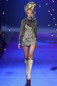 Marc Jacobs Spring 2017 Ready-to-Wear Fashion Show - Veronika Vilim