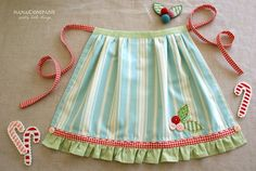 darling little girl apron. Or big girl apron Fabric Crafts, Sewing Crafts, Sewing Projects, Sewing Hacks, Sewing Tutorials, Learn To Sew, How To Make, Christmas Aprons, Christmas Cards