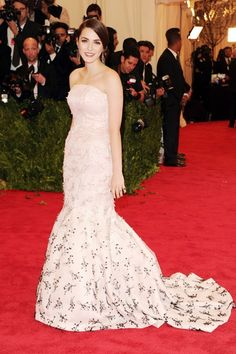 Bee Shaffer arrived with her mother Anna Wintour and wore a Dior Couture strapless gown.