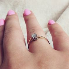 #engagement #ring #engagementring #gold #fiance #love #lovehim #mylove #classic  #classy #happy 💍💎💑💏👫💒🎆