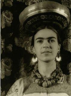 Frida wearing a Tchuantepee gourd. (Photo by Carl Van Vechten, 1932)