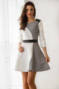 Biała sukienka w pepitkę