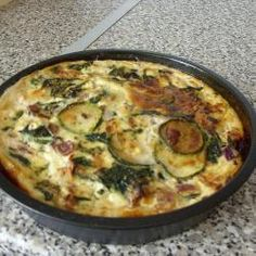 More courgette recipes! Spinach, Courgette and Leek Frittata - but could be a quiche. Zucchini Quiche, Leek Quiche, Vegetarian Quiche, Vegetarian Casserole, Veggie Recipes Easy, Vegetarian Recipes Dinner, Veggie Meals, Veggie Food, Quiche Recipes