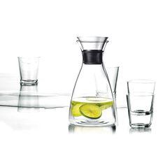 De ideale waterkaraf van Eva Solo, nu verkrijgbaar in een mooie B2B geschenkset geleverd met 4 glazen. Voor elk bedrijf een functioneel cadeau voor bv. in de vergaderkamer.  http://www.cadeauxperts.nl/product/karafset-dripfree/