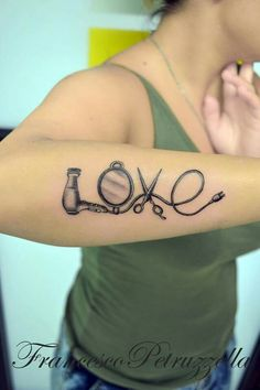 Hairstylist tattoo...love it!                                                                                                                                                      More