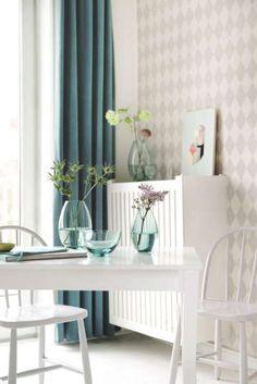 Kun tekstiilit komppaavat huoneen elementtien harmoniaa, syntyy ilmava ja rauhallinen tunnelma. #etuovisisustus #tekstiilit #scandinaviandesigncenter