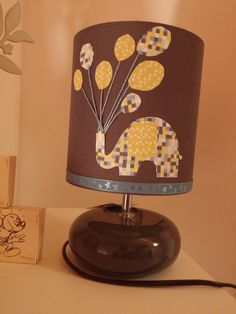 Lampe de chevet enfant bébé ceramique grise elephant ballons satin bleu