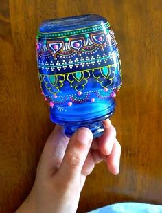 Painting Glass Jars, Glass Painting Designs, Dot Art Painting, Mandala Painting, Bottle Painting, Glass Art, Glass Bottle Crafts, Bottle Art, Painted Jars