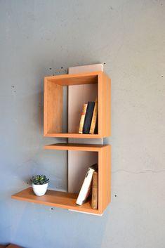 blom Unique Wall Shelves, Small Bookshelf, Wall Shelf Decor, Bookshelf Design, Floating Shelves Diy, Wood Wall Decor, Diy Wall Planter, Wood Furniture, Home Interior Design