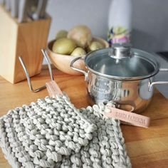 Useful Kitchen Renovation Ideas Crochet Gifts, Knit Crochet, Crochet Ideas, Small Kitchen Storage, Finger Knitting, Montessori Materials, Kitchen On A Budget, Food Preparation, House Colors