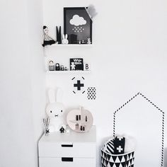 Black and white decor - simple and stunning