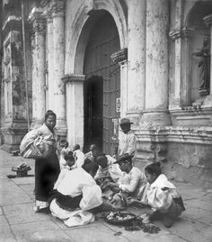 Filipino flower sellers by the Binondo Church in Manila, Philippines in 1899.