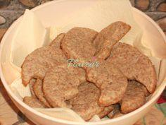BISCUITI SIMPLI CU BANANA - Flaveur Baby Food Recipes, Cooking Recipes, Tasty, Yummy Food, Breakfast Snacks, Biscuits, Cookies, Healthy, Desserts