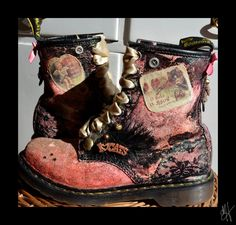 Amazing Dr Martens Love these! Funky Shoes, Kinds Of Shoes, Crazy Shoes, Cute Shoes, Me Too Shoes, Grunge Style, Soft Grunge, Dr. Martens, Dr Martin Boots