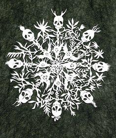 Мої закладки Paper Snowflake Designs, Paper Snowflakes, Snowflake Pattern, Holidays Halloween, Halloween Crafts, Halloween 2018, Halloween Ideas, Fall Crafts, Christmas Crafts