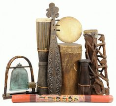 AN AFRICAN MUSICAL INSTRUMENT COLLECTION : Lot 16