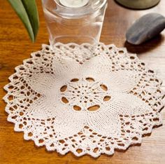 Knit Flower Doily Pattern - Free Knitting Pattern. I bet there is 100 things I could do with a few of these doilies!