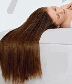 Ako sóda bikarbóna zlepšuje kvalitu vlasov?? Táto extrémne prospešná látka zlepšuje kvalitu vlasov tým, že účinneodstraňuje zvyšky po komerčných šampónoch akondicionéroch, ktoré môžu poškodzovať vlasové korienky. Okrem toho napomáha aj ich lepšiemu vyživovaniu. Navyše, môžete ju používať ako úplnú náhradu komerčných prípravkov. Ak teda chcete Hair Beauty, Long Hair Styles, Long Hairstyle, Long Haircuts, Long Hair Cuts, Long Hairstyles, Cute Hair, Long Hair Dos