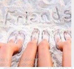 How to Take Good Beach Photos Beach Photography Friends, Beach Photography Poses, Best Friend Photography, Beach Poses, Summer Photography, Photos Bff, Best Friend Photos, Cool Photos, Cute Beach Pictures