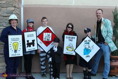 Monopoly - 2013 Halloween Costume Contest via China Falk Works Please vote for this great idea! Game Costumes, Family Costumes, Group Costumes, Diy Costumes, Costume Ideas, Halloween Costumes For Work, Halloween Costume Contest, Halloween Kostüm, Holidays Halloween