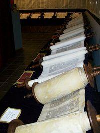 Tanakh – Wikipédia, a enciclopédia livre Hebrew Text, Biblical Hebrew, Bible Hébraïque, Masoretic Text, Teaching Letters, Jesus Christus, Spiritual Guidance, Holy Land, Livres