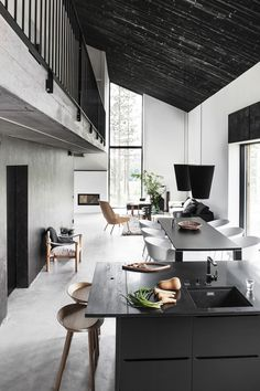 that charcoal washed wood ceiling. love the contrast in this space.