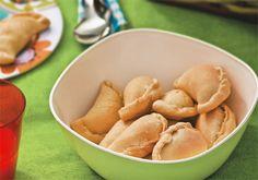 Pastéis assados de ricota para um piquenique  Os pasteizinhos assados têm recheio leve, à base de ricota temperada com azeite e uma mistura de ervas secas. O prato é muito simples de ser preparado e pode ser levado para o seu