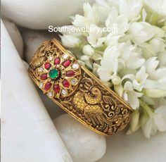 Gold Jewelry Store Near Me Refferal: 3894669028 Antique Jewellery Designs, Gold Ring Designs, Indian Jewellery Design, Indian Jewelry, Jewelry Design, Bracelets Design, Gold Bangles Design, Designer Bangles, Kids Gold Jewellery