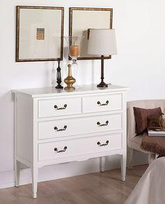 Comoda blanca Vintage Madison Material: DM Densidad Media Existe la posibilidad de realizar el mueble en distinto color de acabado, ver imagen de galeria... Eur:1051 / $1397.83