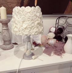 Lampenschirm dekorativ gestaltet aus Wolle