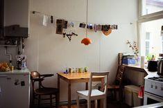 http://freundevonfreunden.com/wp-content/uploads/paul-frick-8280.jpg Una cocina sencilla, pero con mucha onda