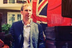 Notting Hill - a real brit! Let's chat him up.