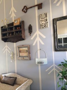 how to paint an accent wall with blue tape to make arrows