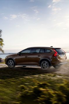 Volvo V60 (2016) Cross Country