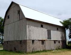 Weathered Grey Barn with 2nd story Full Loft and Hand Hewn Beams.  This is a 40 x 60 Gambrel barn in Excellent condition.    Bowling Green, OH Email: normanjbusch@aol.co