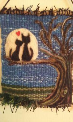 Gatos Diy Finger Knitting, Crochet Wall Hangings, Yarn Painting, Tapestry Weaving, Weaving Techniques, Felt Art, Needle Felting, Wool Felt, Hand Weaving