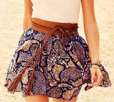 Linda combinação de saia rodada com cinto largo!