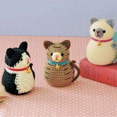 New sewing toys cat gatos Ideas Crochet Cat Toys, Knitted Dolls, Cute Crochet, Crochet Animals, Softie Pattern, Crochet Beanie Pattern, Crochet Motif, Crochet Patterns, Toy Pom