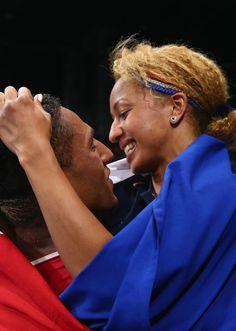 Le couple de boxeurs champions olympiques français, Tony Yoka (à g.) et Estelle Mossely, le 21 août 2016 aux JO de Rio.