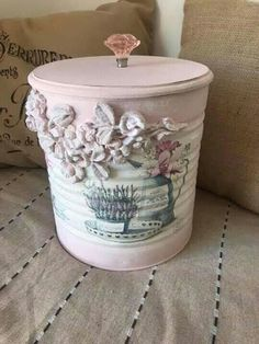 Recycle Cans, Recycling, Cute Gifts For Friends, Tin Can Crafts, Altered Tins, Decorated Jars, Holiday Crafts, Shabby Chic, Crafty