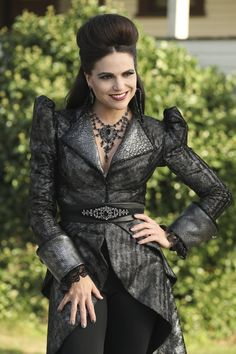 """Lana Parrilla as the Evil Queen in """"Dark Waters"""" Regina Mills, Once Upon A Time, Evil Queen Costume, Ouat Characters, Queen Outfit, Evil Queens, Swan Queen, Jennifer Morrison, Film Serie"""