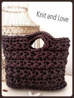 / Knit and Love Diy Crochet Bag, Crochet Bag Tutorials, Crochet Shoes, Crochet Videos, Crochet Projects, Knit Crochet, Crochet Stitches, Crochet Patterns, Crochet Handbags