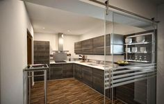 Ideas para zonas de cocina abiertas al salón   Decorar tu casa es facilisimo.com Kitchen Dinning, Glass Kitchen, Luxury Kitchens, Home Kitchens, Cocina Office, Chinese Interior, Shop Layout, Home Reno, House Plans