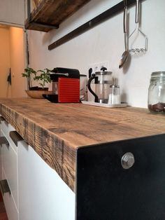 keuken ontworpen en gemaakt door houtkwadraat zie: https://www.facebook.com/houtbewerkers/photos/a.727002297345840.1073741841.133712700008139/727006260678777/?type=1&theater